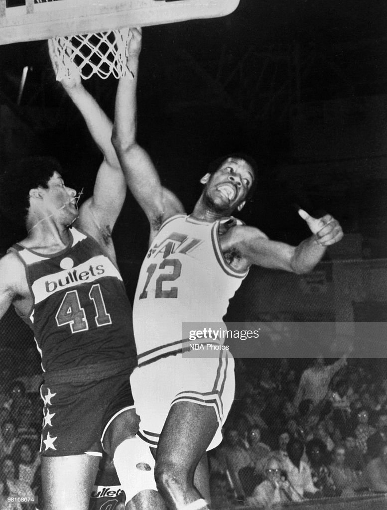 E.C. Coleman #12 of the New Orleans Jazz goes to the basket against <a gi-track='captionPersonalityLinkClicked' href=/galleries/search?phrase=Wes+Unseld&family=editorial&specificpeople=212864 ng-click='$event.stopPropagation()'>Wes Unseld</a> #41 of the Washington Bullets during a game played in 1975 in New Orleans, Louisiana.