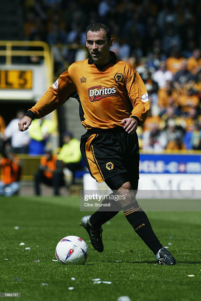Colin Cameron of Wolverhampton Wanderers runs with the ball during the Nationwide First Division match between Wolverhampton Wanderers and Leicester City held on May 4, 2003 at the Molineux Stadium in Wolverhampton, England. The match ended in a 1-1 draw.