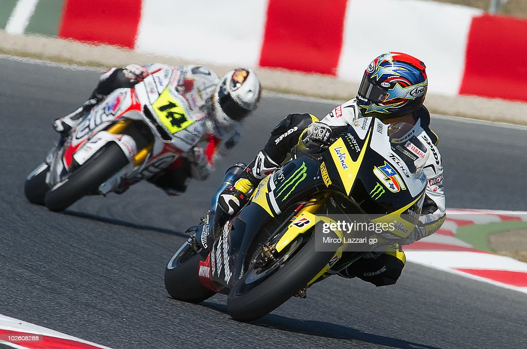 <a gi-track='captionPersonalityLinkClicked' href=/galleries/search?phrase=Colin+Edwards&family=editorial&specificpeople=240253 ng-click='$event.stopPropagation()'>Colin Edwards</a> of USA and Monster Yamaha Tech 3 leads Randy De Puniet of France and LCR Honda MotoGP during the qualifying practice session of MotoGP of Catalunya in Catalunya Circuit on July 3, 2010 in Montmelo, Spain.