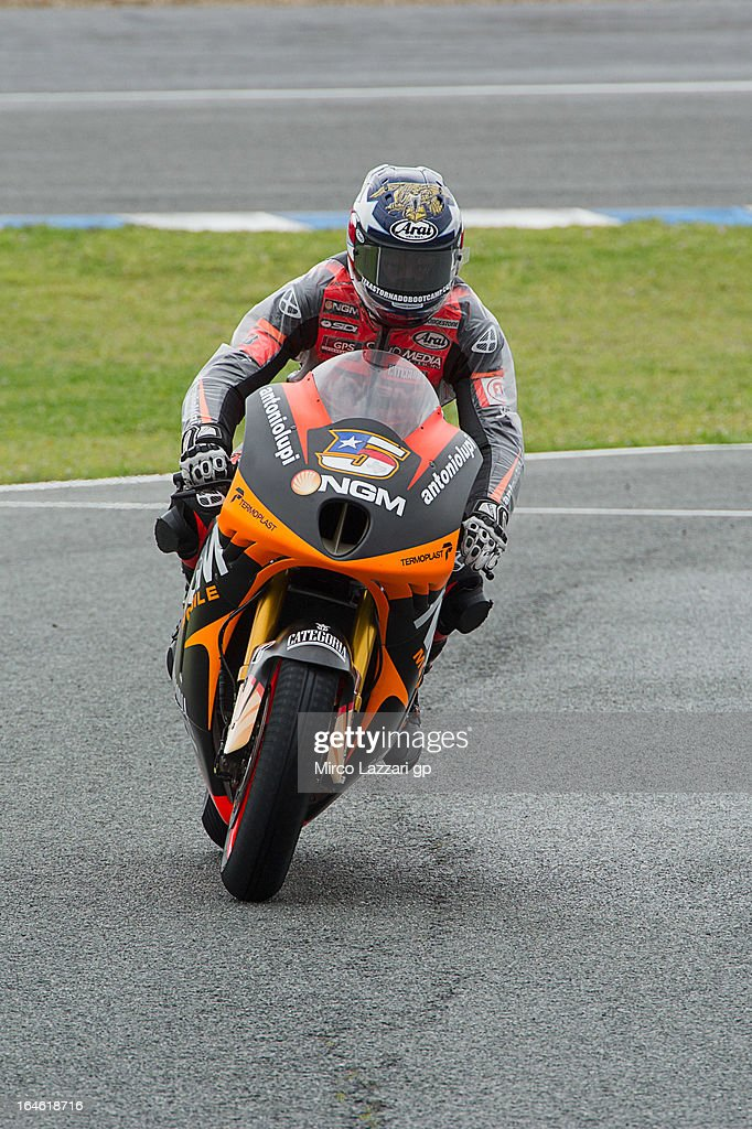 <a gi-track='captionPersonalityLinkClicked' href=/galleries/search?phrase=Colin+Edwards&family=editorial&specificpeople=240253 ng-click='$event.stopPropagation()'>Colin Edwards</a> of USA and NGM Mobile Forward Racing returns in box during the MotoGP Tests In Jerez - Day 4 at Circuito de Jerez on March 25, 2013 in Jerez de la Frontera, Spain.