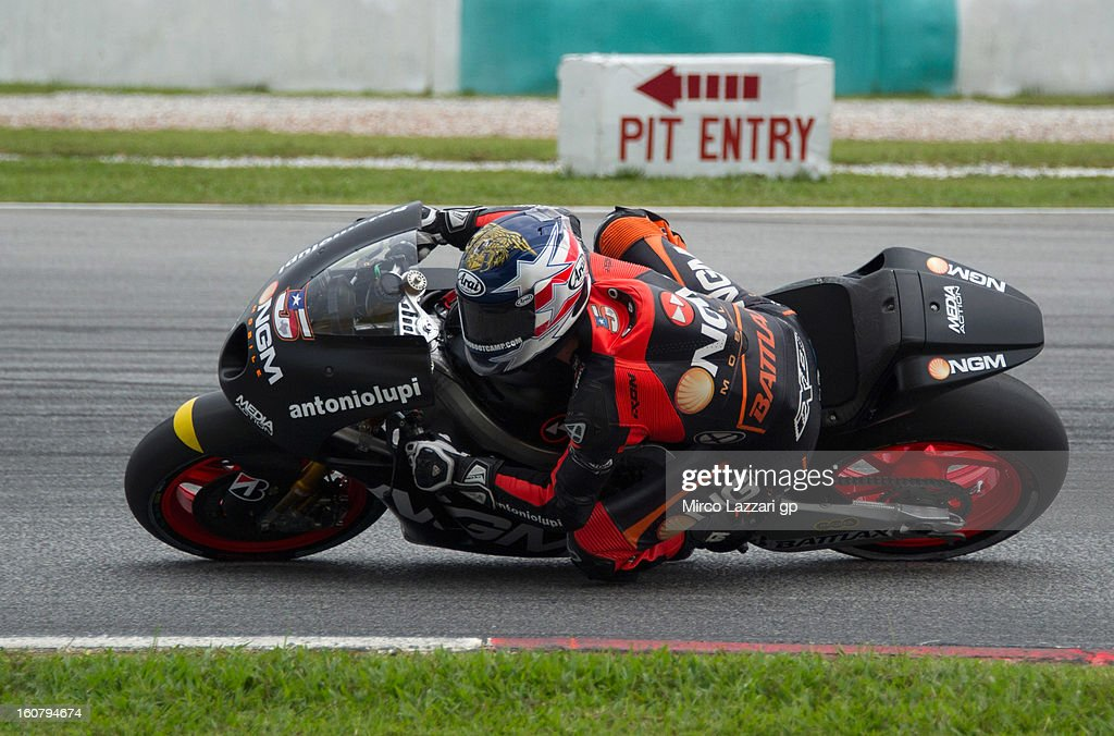Colin Edwards of USA and NGM Mobile Forward Racing rounds the bend during the MotoGP Tests in Sepang - Day Four at Sepang Circuit on February 6, 2013 in Kuala Lumpur, Malaysia.
