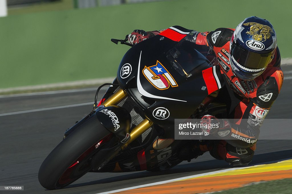 Colin Edwards of USA and NGM Mobile Forward Racing rounds the bend during the MotoGP Tests in Valencia - Day 2 at Ricardo Tormo Circuit on November 12, 2013 in Valencia, Spain.