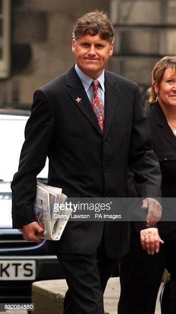 Colin Fox arrives at the Court of Session in Edinburgh where Tommy Sheridan's defamation action against the News of the World newspaper continues