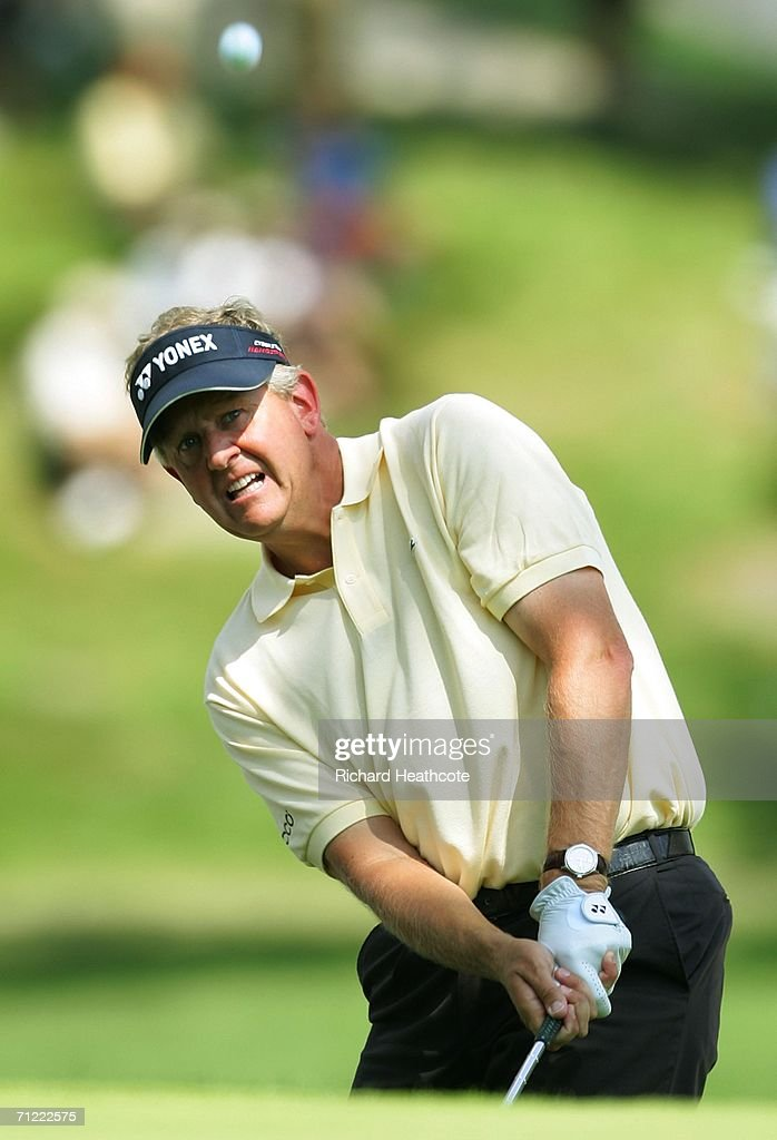 Colin Montgomerie of Scotland chips on to the 14th green during the second round of the 2006 US Open Championship at Winged Foot Golf Club on June 16...