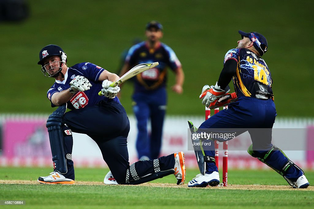 <a gi-track='captionPersonalityLinkClicked' href=/galleries/search?phrase=Colin+Munro&family=editorial&specificpeople=5037359 ng-click='$event.stopPropagation()'>Colin Munro</a> of the Auckland Aces bats during the Domestic Twenty20 match between Otago Volts and the Auckland Aces at Seddon Park on November 1, 2014 in Hamilton, New Zealand.