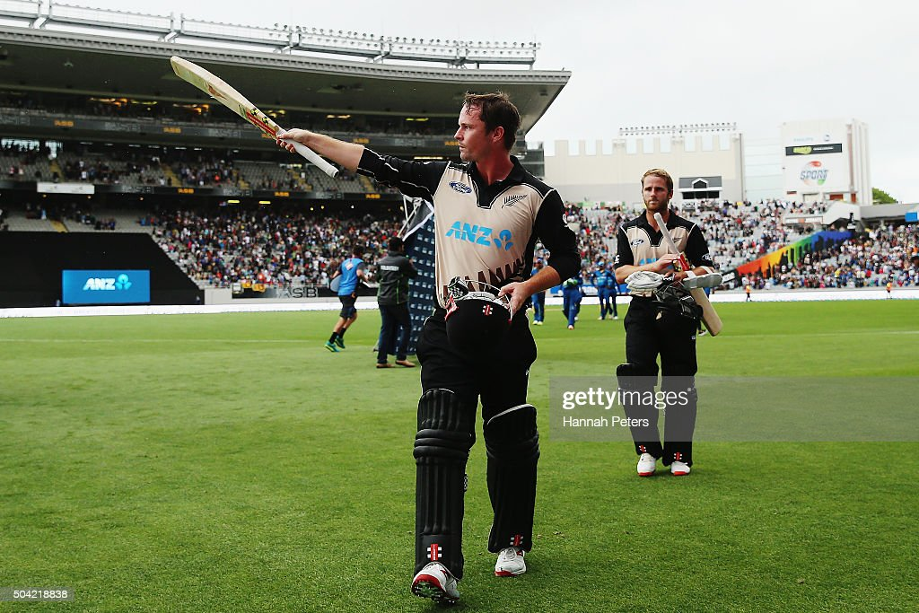 <a gi-track='captionPersonalityLinkClicked' href=/galleries/search?phrase=Colin+Munro&family=editorial&specificpeople=5037359 ng-click='$event.stopPropagation()'>Colin Munro</a> of the Black Caps acknowledges the crowd with <a gi-track='captionPersonalityLinkClicked' href=/galleries/search?phrase=Kane+Williamson&family=editorial&specificpeople=4738503 ng-click='$event.stopPropagation()'>Kane Williamson</a> of the Black Caps after winning the Twenty20 International match between New Zealand and Sri Lanka at Eden Park on January 10, 2016 in Auckland, New Zealand.