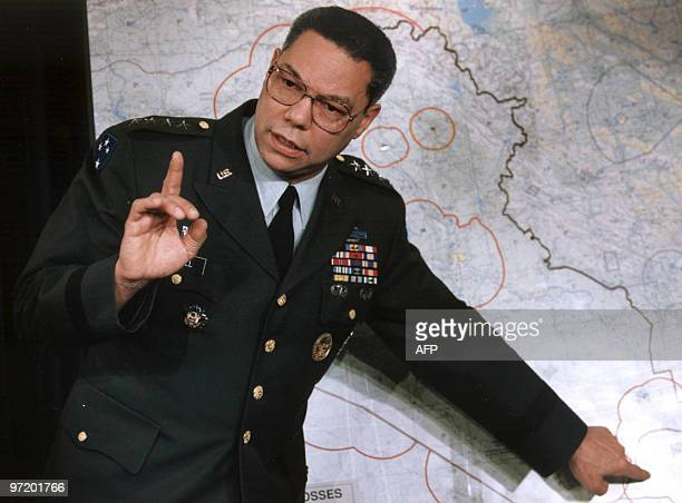 Colin Powell chairman of the US Joint Chief of Staff makes a point about the entrenched Iraqi troops in Kuwait during a briefing at the Pentagon 23...