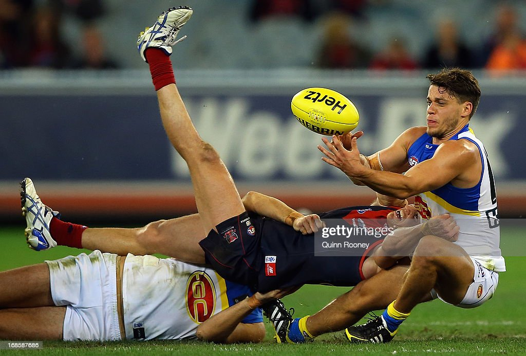 <a gi-track='captionPersonalityLinkClicked' href=/galleries/search?phrase=Colin+Sylvia&family=editorial&specificpeople=234706 ng-click='$event.stopPropagation()'>Colin Sylvia</a> of the Demons and Dion Prestia of the Suns contest for the ball during the round seven AFL match between the Melbourne Demons and the Gold Coast Suns at Melbourne Cricket Ground on May 12, 2013 in Melbourne, Australia.