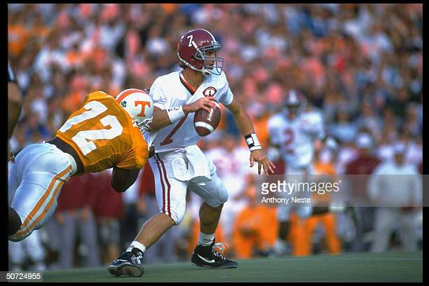 Alabama Jay Barker in action vs Tennessee James Wilson