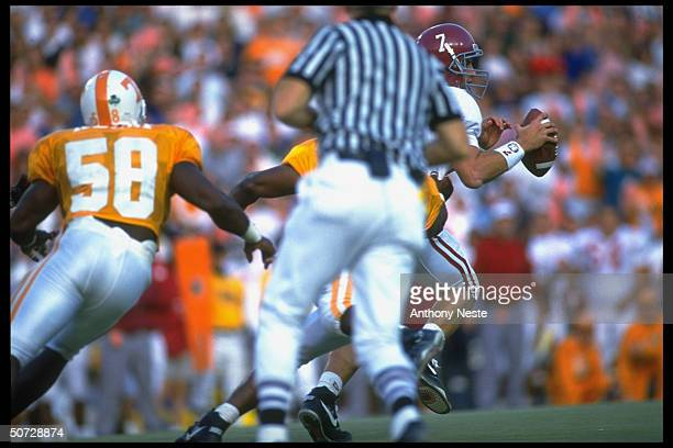 Alabama Jay Barker in action vs Tennessee