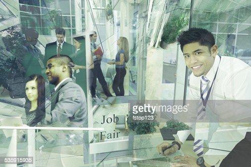 Colagem de pessoas de negócios multi-étnica assistir uma Feira de emprego. O emprego. : Foto de stock