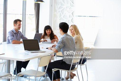 Kollegen im Büro Treffen : Stock-Foto