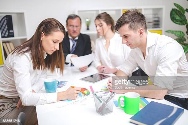 Colegas no escritório