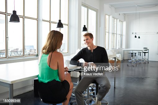 2 colleagues having a meeting over coffee : Stock Photo