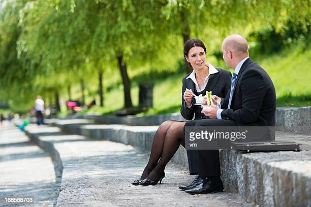 Kollegen ein Mittagessen in the Park