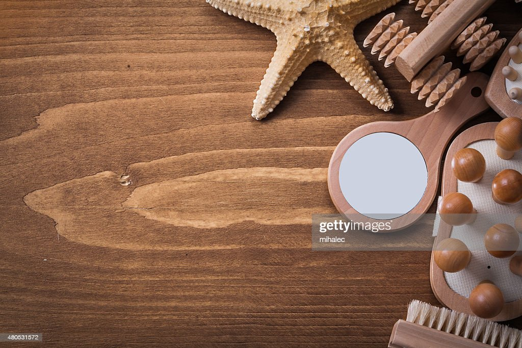 Collection of sauna accessories on brown pine vintage board heal : Stockfoto
