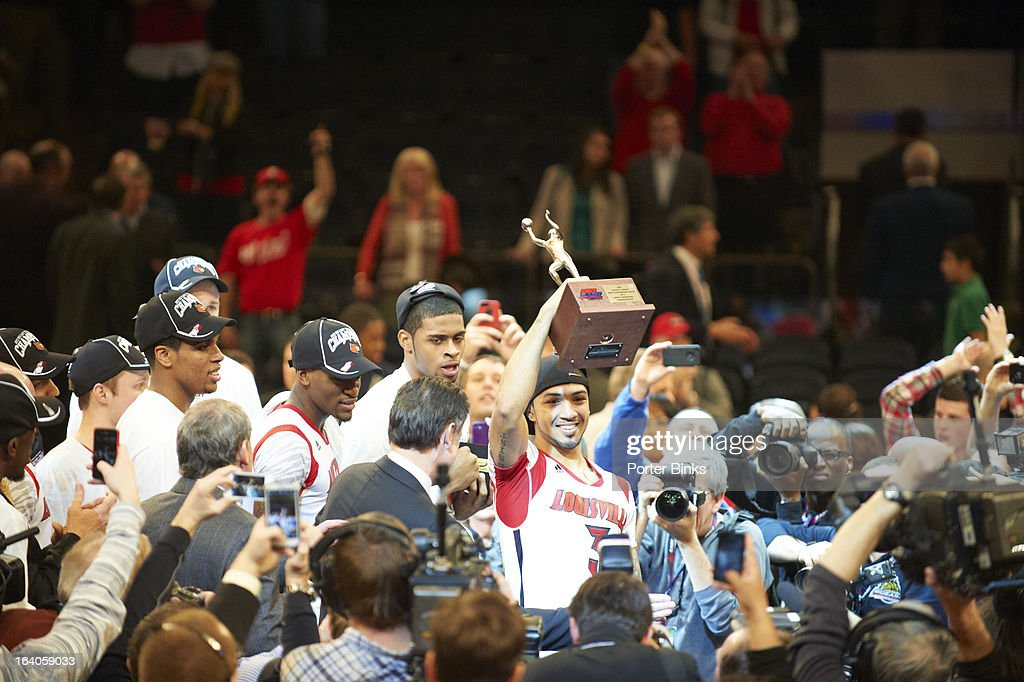 Louisville Peyton Siva (3) victorious holding up Big East Championship trophy with teammates after winning game vs Syracuse during Finals at Madison Square Garden. Porter Binks F72 )