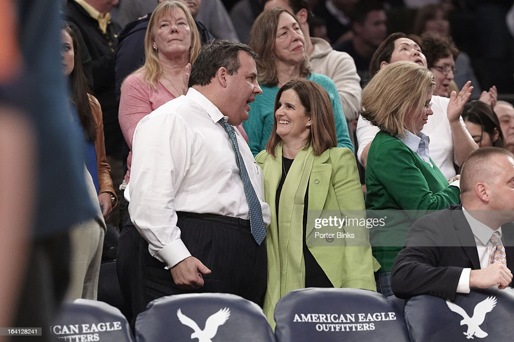 New Jersey Governor Chris Christie with wife Mary Pat courtside during Syracuse vs Georgetown during Semifinal game at Madison Square Garden. Porter Binks F32 )