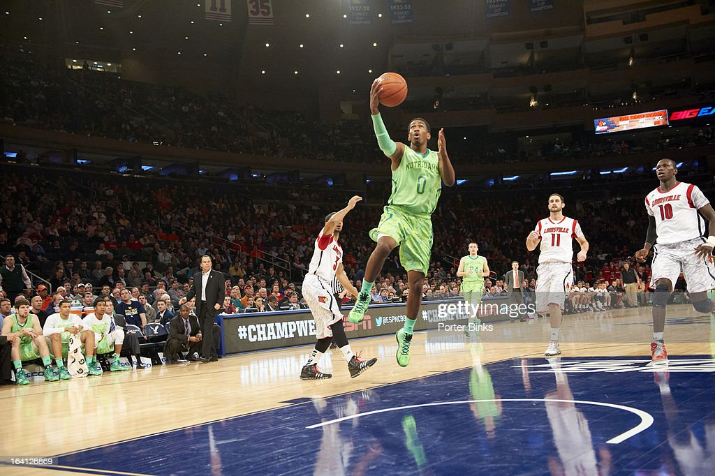 Notre Dame Eric Atkins (0) in action vs Louisville during Semifinal game at Madison Square Garden. Porter Binks F4 )