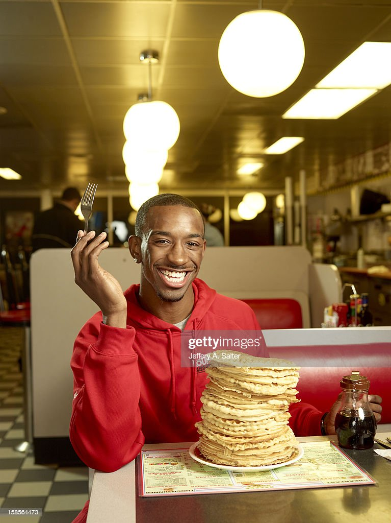 Casual portrait of Louisville Russ Smith posing while eating waffles during photo shoot at Waffle House on 4706 Preston Highway. Jeffery A. Salter F114 )