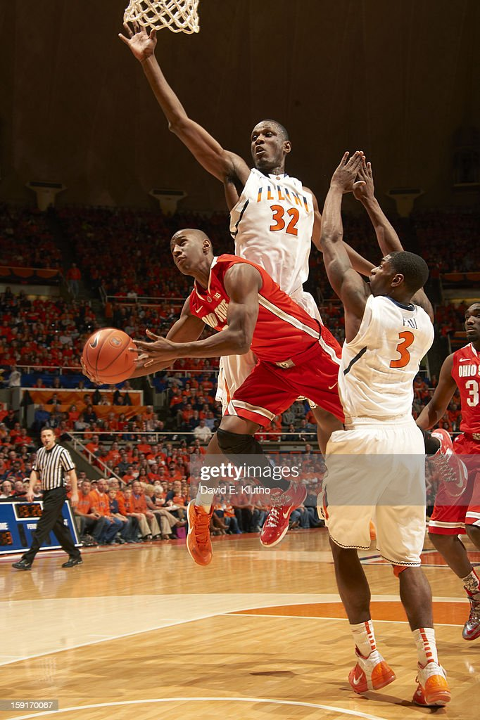 Illinois Nnanna Egwu (32) in action, defense vs Ohio State Shannon Scott (3) at Assembly Hall. David E. Klutho F37 )