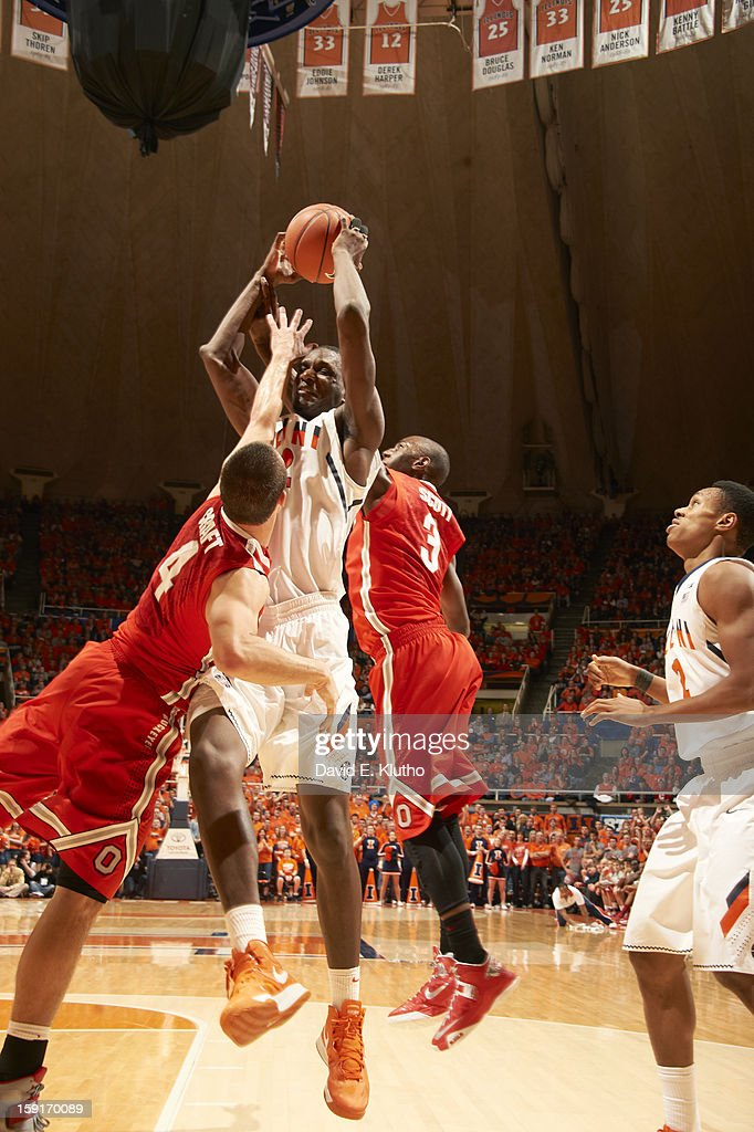 Illinois Nnanna Egwu (32) in action, rebounding vs Ohio State Aaron Craft (4) at Assembly Hall. David E. Klutho F170 )