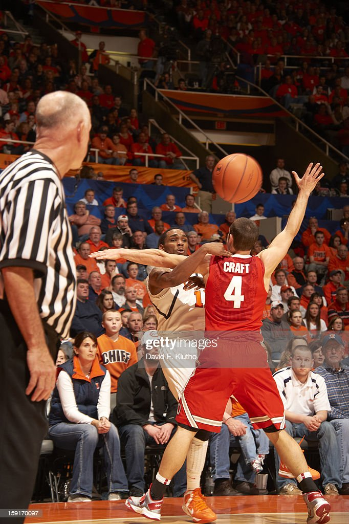 Illinois Tracy Abrams (13) in action vs Ohio State Aaron Craft (4) at Assembly Hall. David E. Klutho F228 )