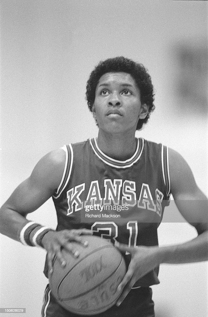 Kansas Lynette Woodard (31) during free throw vs Long Beach State at Long Beach Arena. Richard Mackson X25195 )