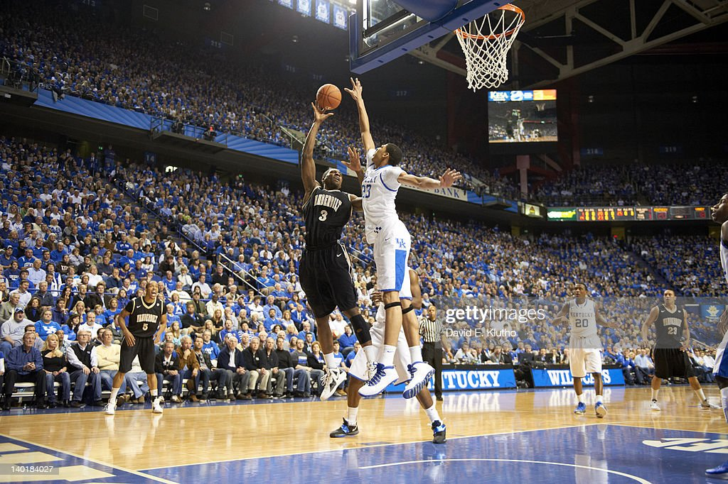 Kentucky Anthony Davis (23) in action, defense vs Vanderbilt Festus Ezeli (3) at Rupp Arena. David E. Klutho F42 )