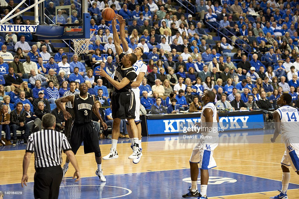 Kentucky Anthony Davis (23) in action, defense vs Vanderbilt Lance Goulbourne (5) at Rupp Arena. David E. Klutho F158 )