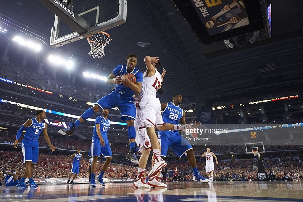 Kentucky James Young (1) in action, rebounding vs Wisconsin at AT&T Stadium. Greg Nelson F23 )