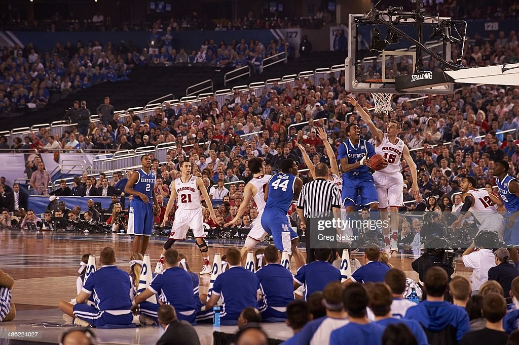 Kentucky James Young (1) in action vs Wisconsin Sam Dekker (15) at AT&T Stadium. Greg Nelson X158052 TK1 R2 F39 )