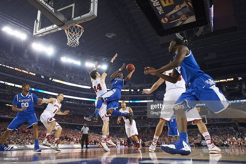 Kentucky James Young (1) in action vs Wisconsin at AT&T Stadium. Greg Nelson X158052 TK1 R21 F19 )