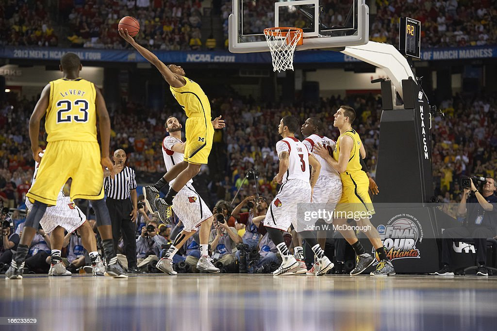 Michigan Glenn Robinson III (1) in action, dunk vs Louisville at Georgia Dome. John W. McDonough X156382 TK1 R2 F60 )