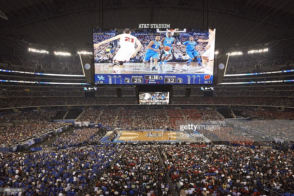 Overall view of AT&T Stadium as Kentucky Aaron Harrison (2) in action vs Wisconsin. View of action on scoreboard. Greg Nelson X158052 TK1 R4 F27 )