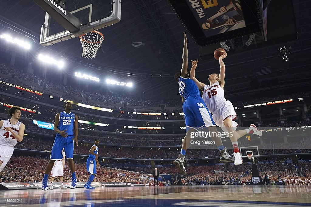 Wisconsin Sam Dekker (15) in action vs Kentucky Julius Randle (30) at AT&T Stadium. Greg Nelson X158052 TK1 R10 F7 )