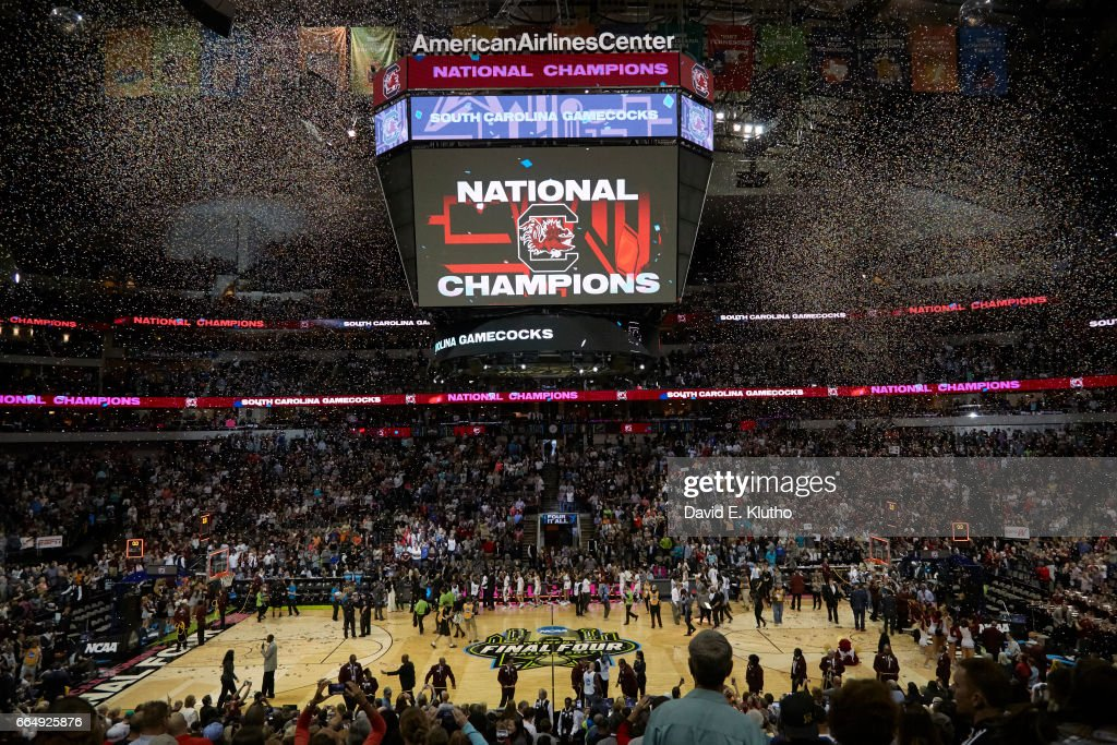 Aerial view of South Carolina players shaking hands with Mississippi State players after winning game at American Airlines Center as . David E. Klutho SI798 TK1 )
