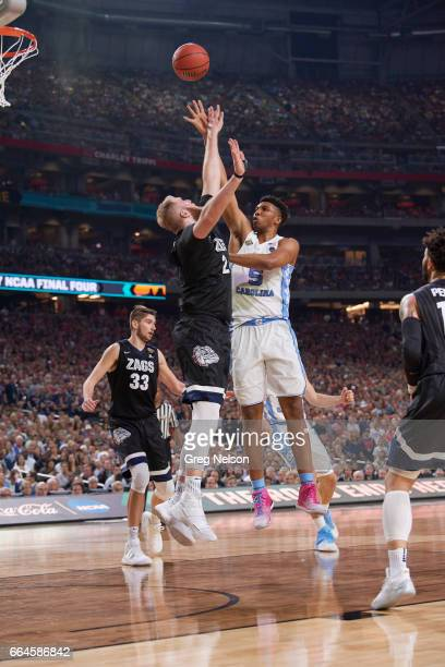 NCAA Finals North Carolina Tony Bradley in action shooting vs Gonzaga Przemek Karnowski at University of Phoenix Stadium Glendale AZ CREDIT Greg...