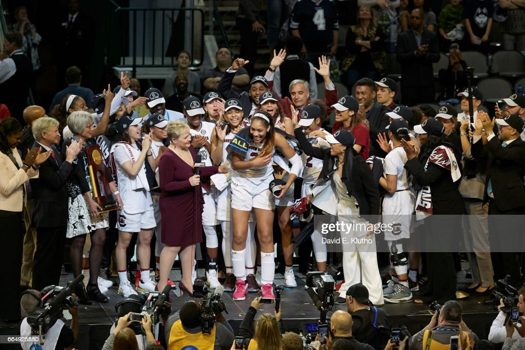 South Carolina A'Ja Wilson (22) victorious about to be interviewed by ESPN sideline reporter Holly Rowe with teammates after winning game vs Mississippi State at American Airlines Center. David E. Klutho SI798 TK1 )