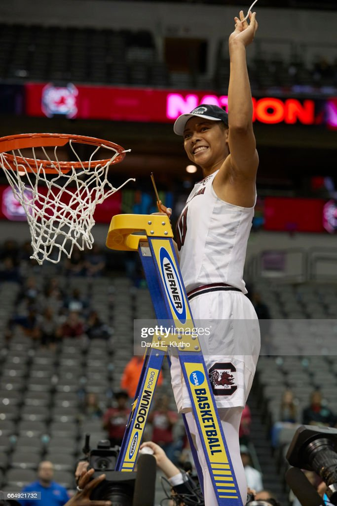South Carolina Allisha Gray (10) victorious on ladder after cutting net after winning game vs Mississippi State at American Airlines Center. David E. Klutho SI798 TK1 )