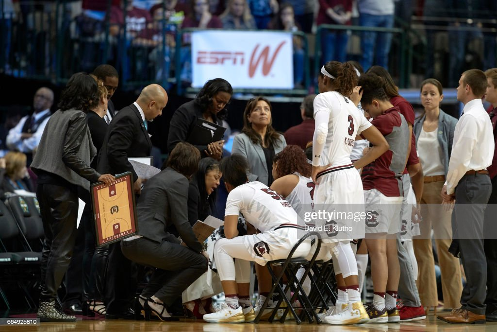 South Carolina coach Dawn Staley in huddle with players during timeout vs Mississippi State at American Airlines Center. David E. Klutho SI798 TK1 )