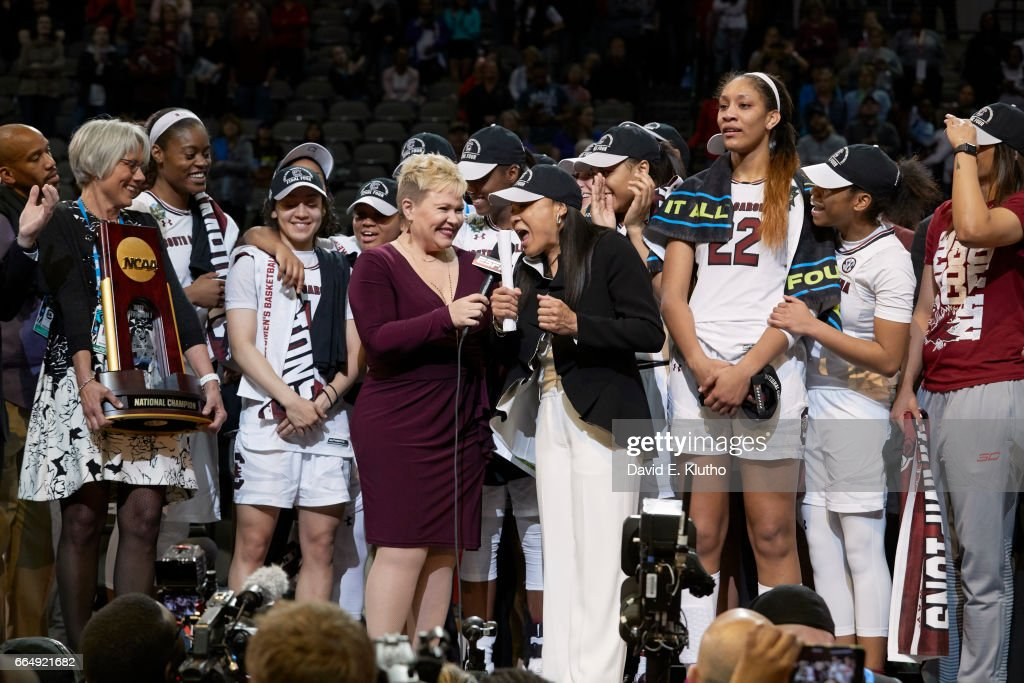 South Carolina coach Dawn Staley during interview with ESPN sideline reporter Holly Rowe after winning game vs Mississippi State at American Airlines Center. David E. Klutho SI798 TK1 )