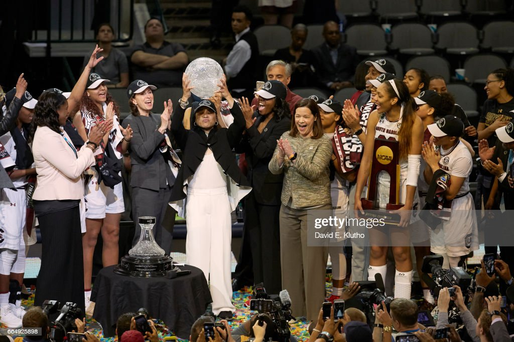 South Carolina coach Dawn Staley victorious holding up WBCA trophy and A'ja Wilson (22) holding NCAA Championship plaque and players after winning game vs Mississippi State at American Airlines Center. David E. Klutho SI798 TK1 )