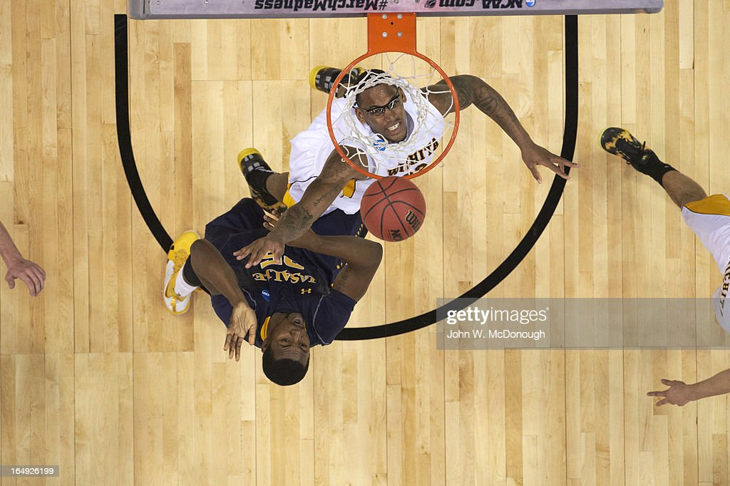 Aerial view of La Salle Jerrell Wright (25) in action, dunk vs Wichita State Carl Hall (22) at Staples Center. John W. McDonough X156314 TK2 R8 F72 )
