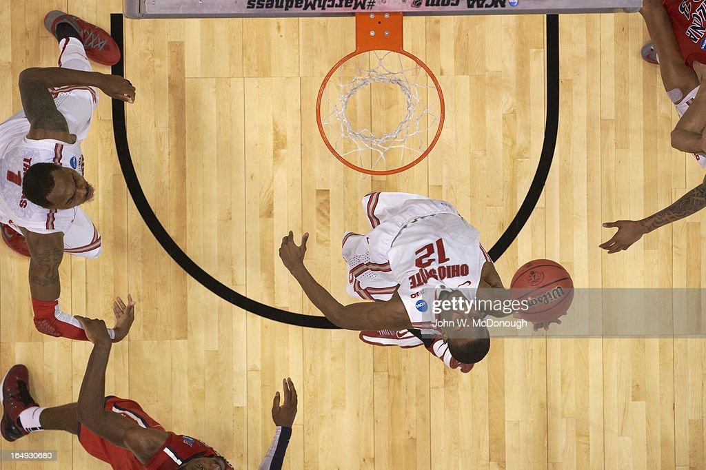 Aerial view of Ohio State Sam Thompson (12) in action, dunk vs Arizona at Staples Center. John W. McDonough X156314 TK1 R1 F112 )