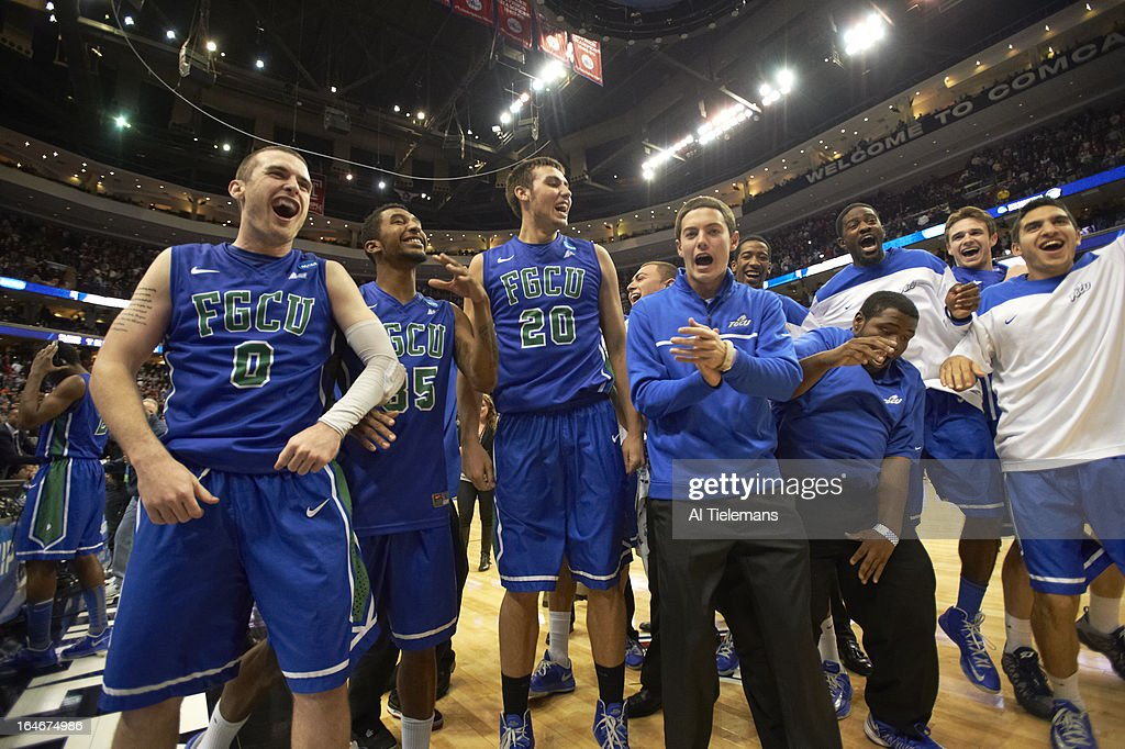 Florida Gulf Coast Chase Fieler (20), Dajuan Graf (35), and Brett Comer (0) victorious on court after winning game vs Georgetown at Wells Fargo Center. Al Tielemans X156289 TK3 R3 F41 )