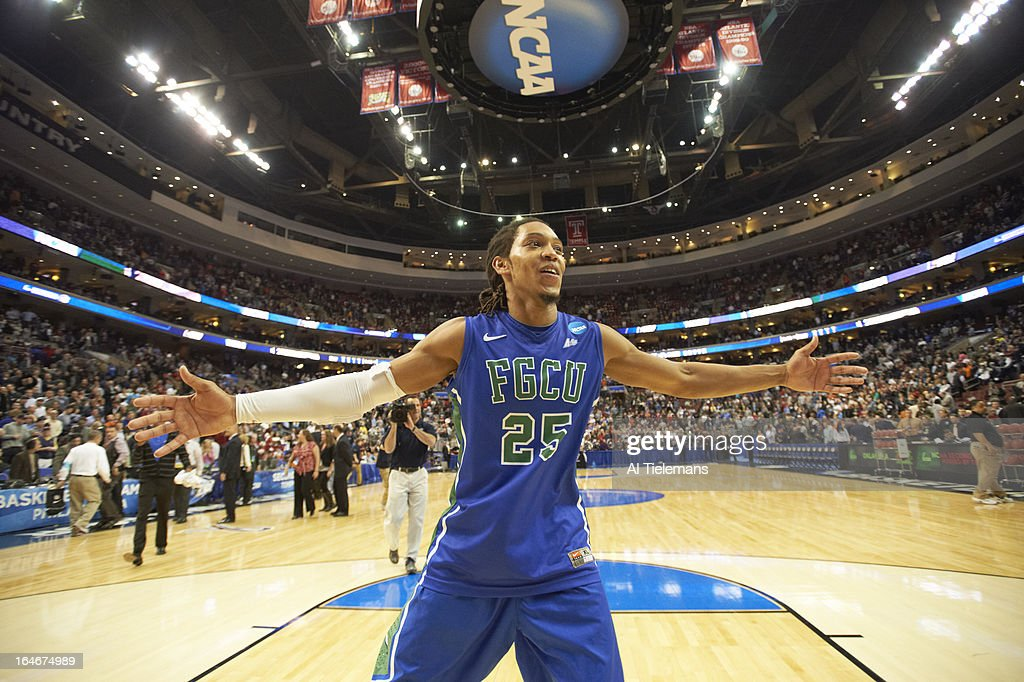 Florida Gulf Coast Sherwood Brown (25) victorious after winning game vs Georgetown at Wells Fargo Center. Al Tielemans X156289 TK3 R3 F147 )