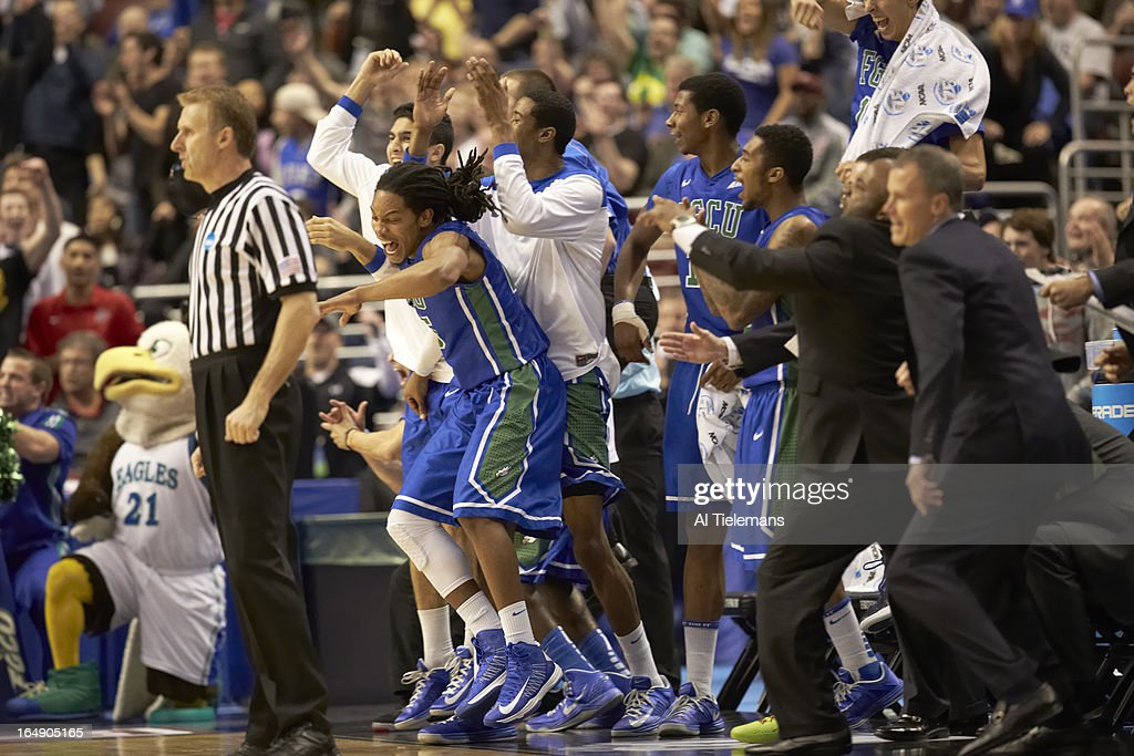 Florida Gulf Coast Sherwood Brown (25) victorious with teammates on sidelines bench during game vs San Diego State at Wells Fargo Center. Al Tielemans X156308 TK1 R5 F73 )
