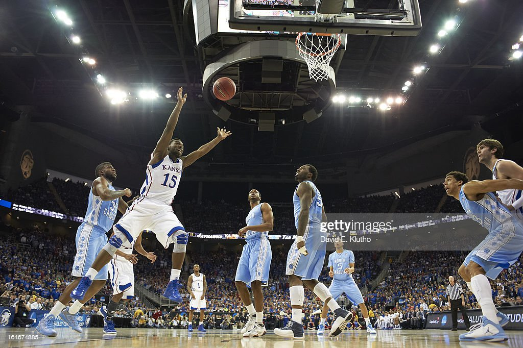 Kansas Elijah Johnson (15) in action vs North Carolina at Sprint Center. David E. Klutho X156306 TK1 R9 F22 )