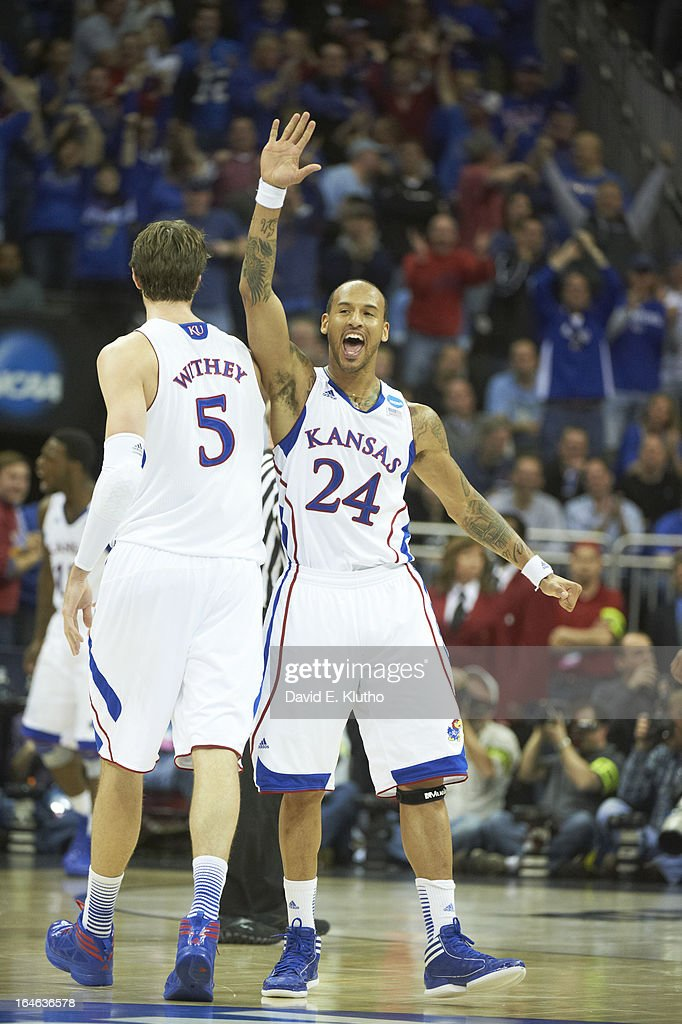 Kansas Travis Releford (24) victorious, high five during game vs North Carolina at Sprint Center. David E. Klutho X156306 TK1 R3 F105 )